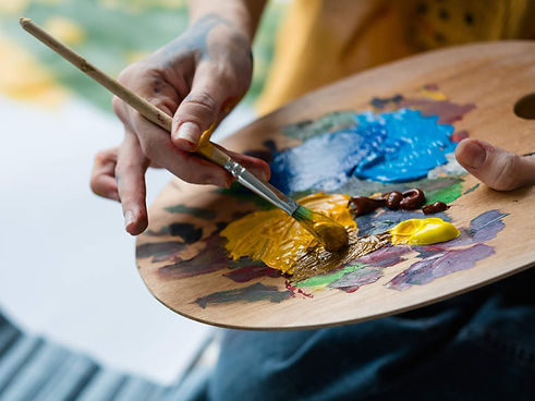 art-artists-painting-gallery_istock.jpg