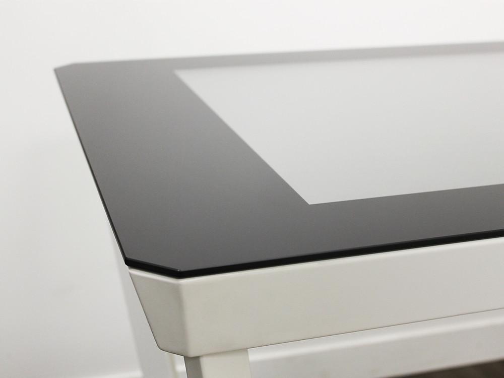 Une table tactile connectée au design inspiré du diamant.