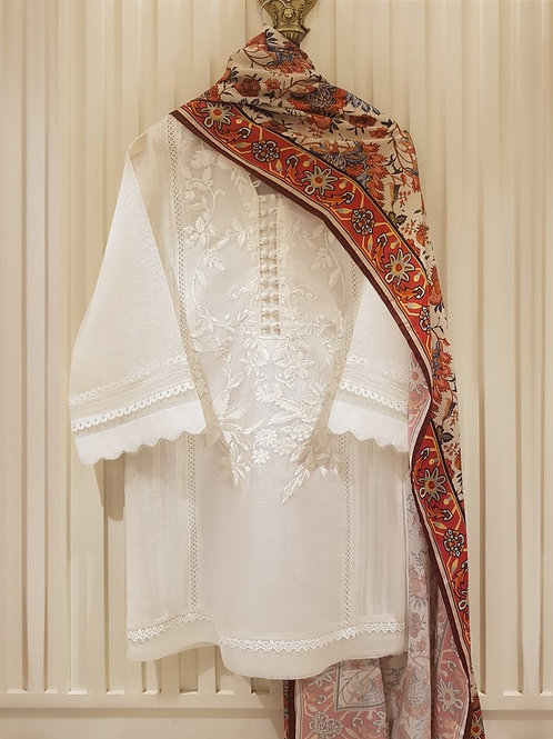 AGHA NOOR Embroidered Net Kurti.