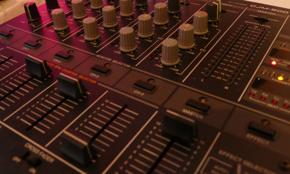DJ mixer for the perfect mix