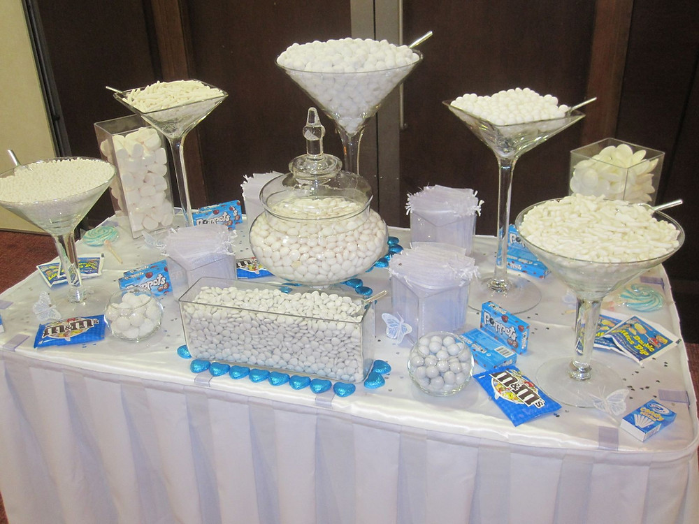 white sweet table