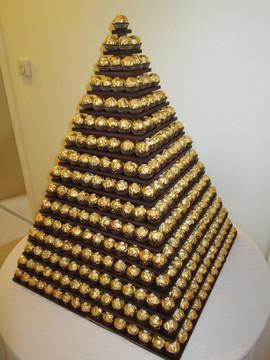 gold-chocolate-pyramid-hire.JPG