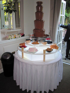 chocolate-fountain-wedding-photo.jpg