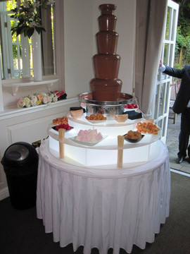 chocolate-fountain-wedding-photo.jpg