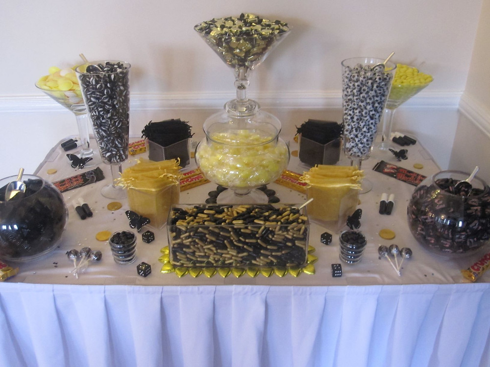 black and gold sweet table