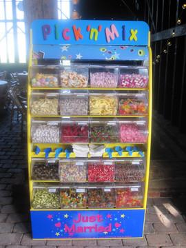 pick-n-mix-sweets-wedding-elmley nature-