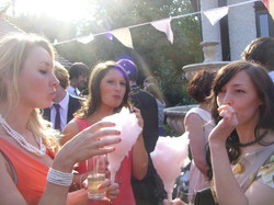 candy-floss-wedding-guests