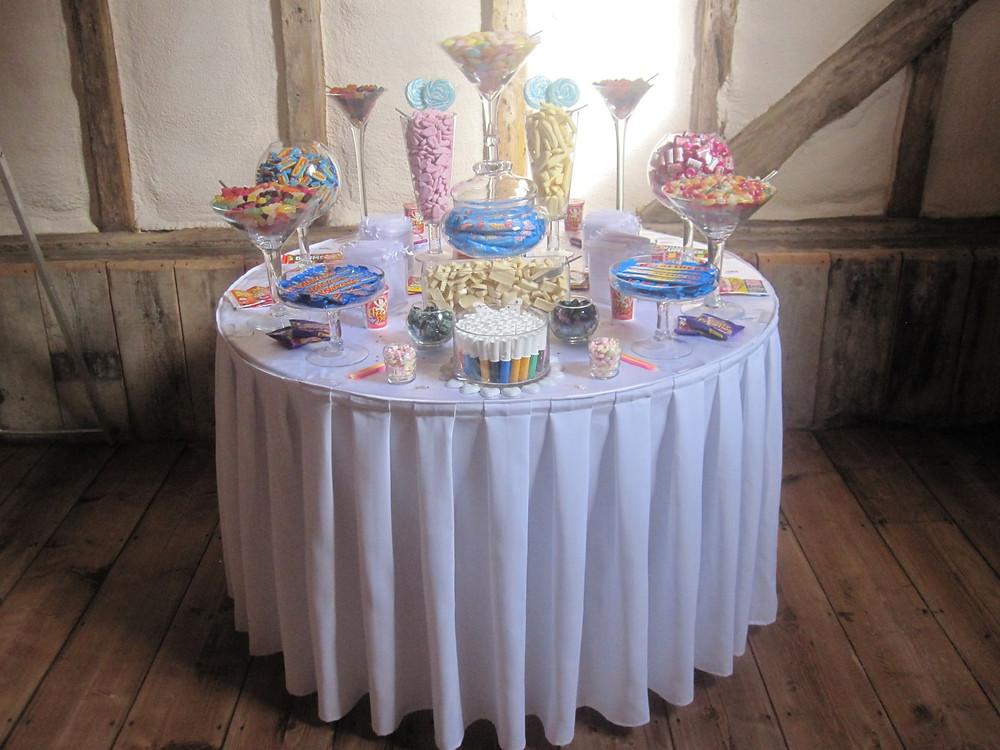 retro sweet table