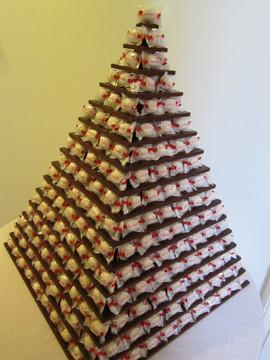 white-chocolate-ferrero-rafaello-pyramid