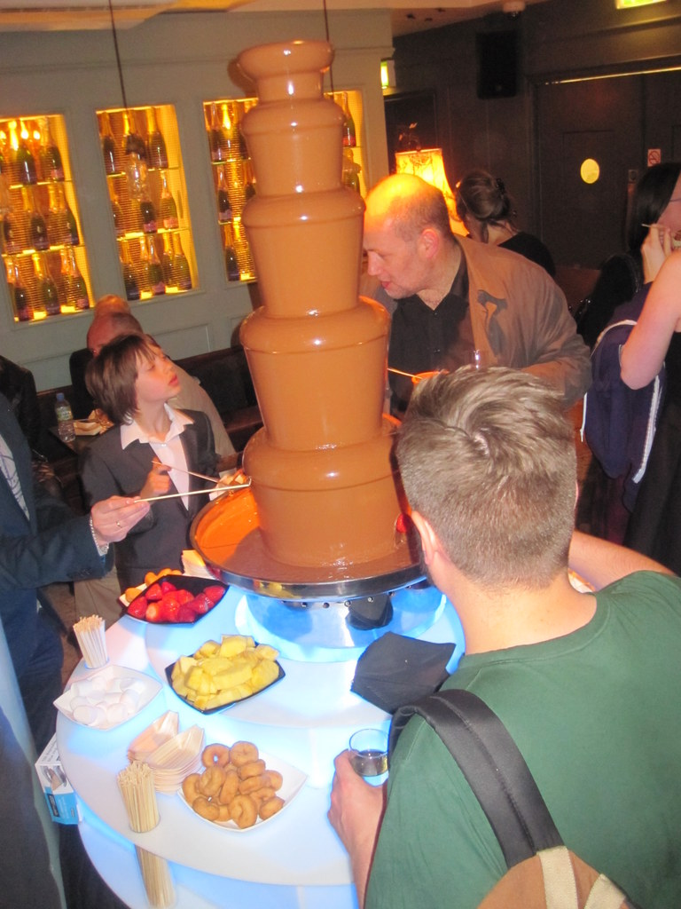 chocolate-fountain-in-london