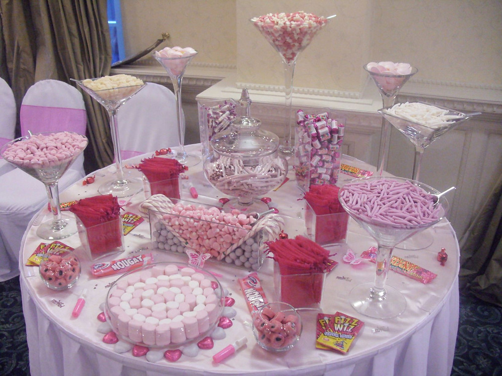 pink fuchsia sweet table