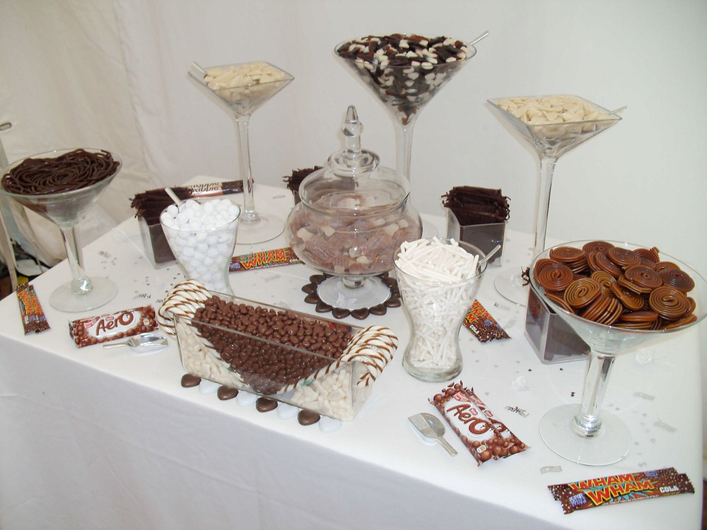 white brown sweet table
