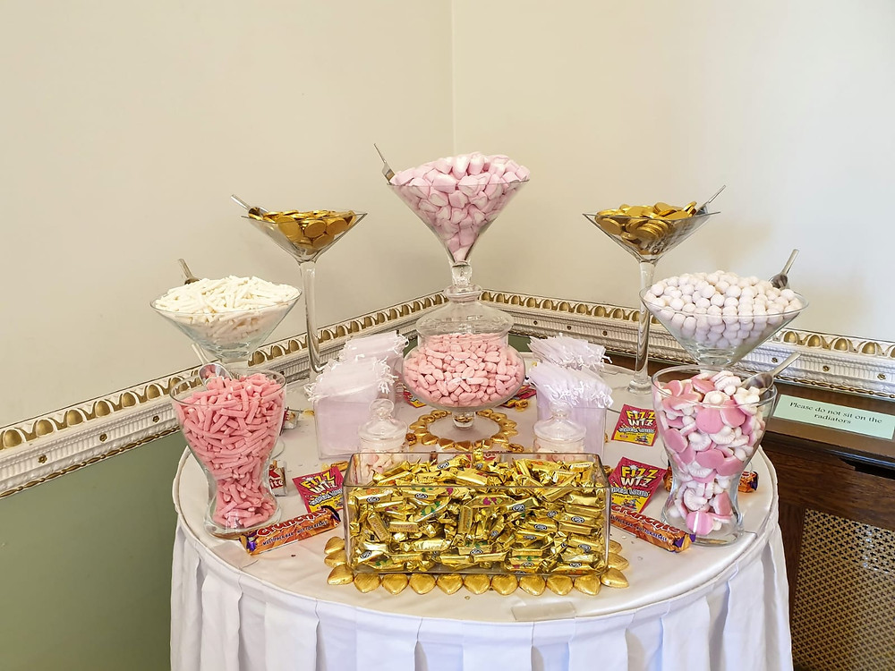 gold pink sweet table
