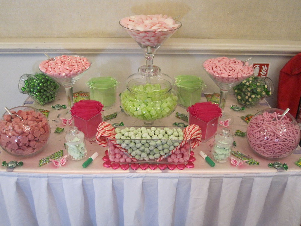 pink green sweet table