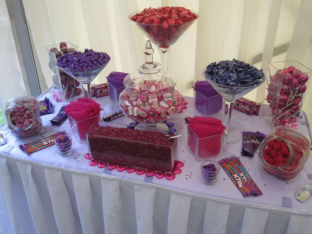 fuchsia sweet table