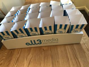 popcorn-tray-with-popcorn-boxes.JPG