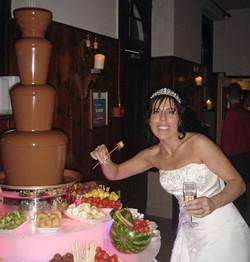 chocolate-fountain-hire-bride