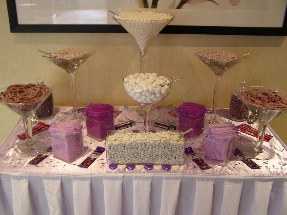 white purple sweet table