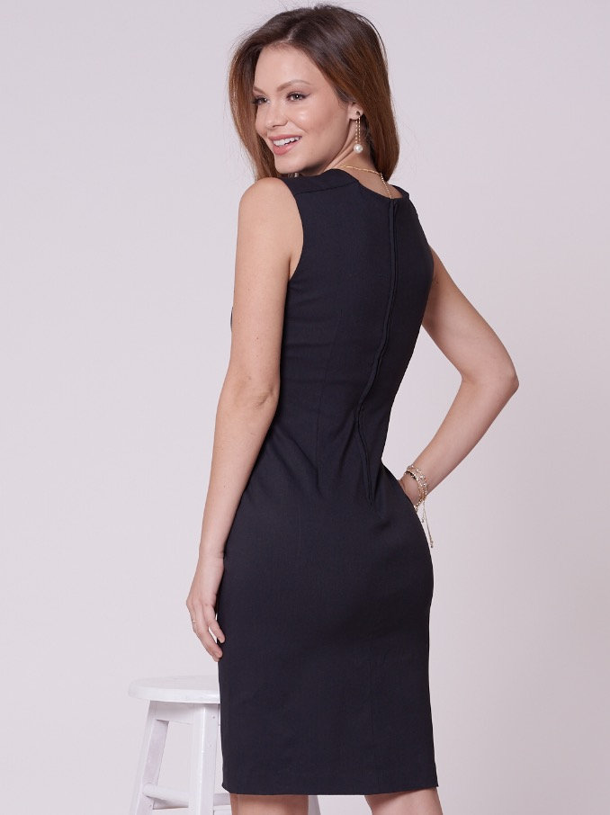 4c08659005 O vestido tubinho é peça essencial no guarda-roupa da mulher clássica! Com decote  coração e modelagem justinha, o VESTIDO MARIN é peça chave do verão.