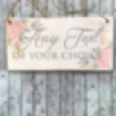Wedding-carry-sign-pageboy-carry-bridesm