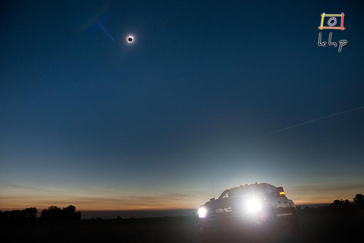 GMC Sierra Camper-Truck in Oregon during Full Solar Eclipse 2017