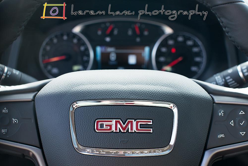 2018 GMC Acadia Steering Wheel and Gauges