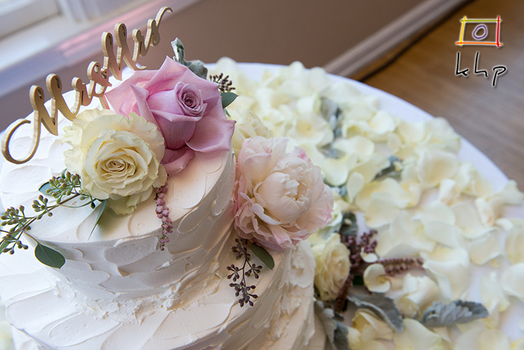 The wedding cake detail at the Altadena Town & Country Club