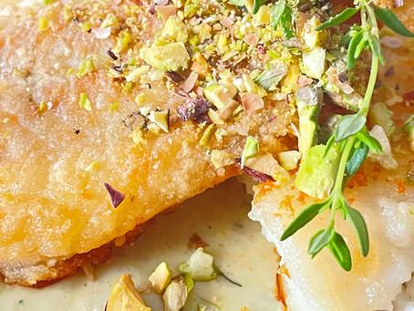 Filet de cabillaud pané avec sa sauce au vinaigre de grenade et pesto de pistache