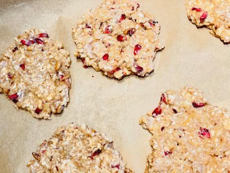 Cookies à la banane et aux graines de grenade séchées
