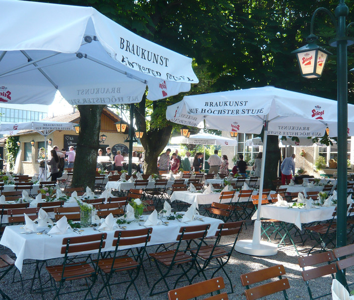 Feiern im Gastgarten...