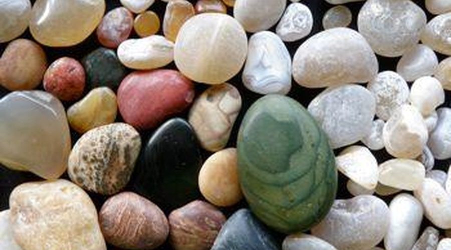 How To Find A Moonstone On The Beach They Glow Kayak Zak S Absorb Adventure