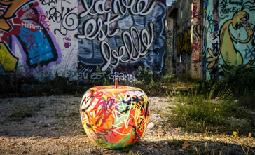 Maça de resina Grafiti . Varios tamanios. decoração outdoor_ Apple sculpture outdoor