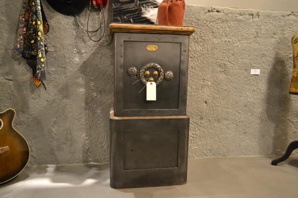 Cofre antigo - France - PETIT JEAN - Old safe box