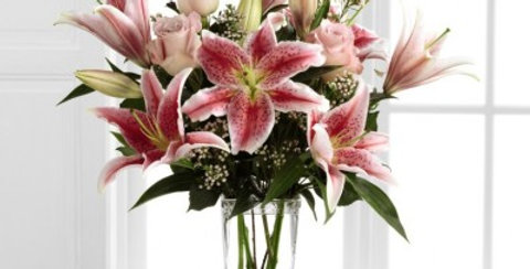 B25-4390 The FTD® Simple Perfection™ Bouquet by Better Homes and Gardens®