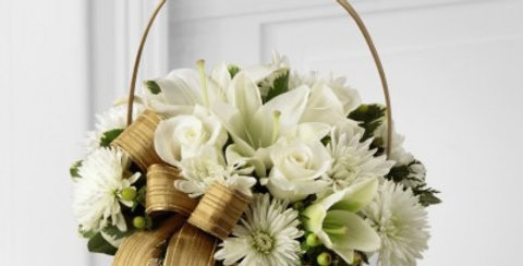 B17-4362 The FTD® Winter Wishes™ Bouquet