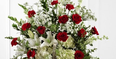 S17-4474 The FTD® In Loving Memory™ Arrangement