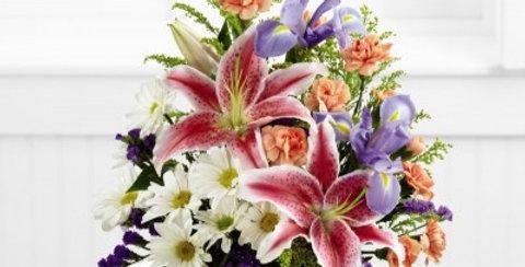 C12-4400 The FTD® Wondrous Nature™ Bouquet