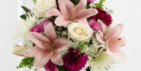 S47-4552 The FTD® Shared Memories™ Bouquet