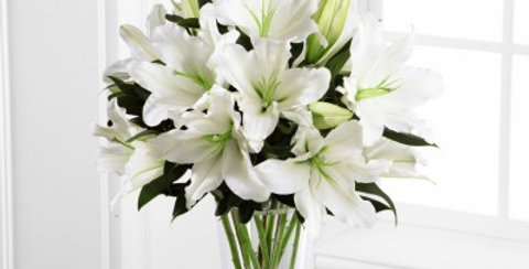 S4-4443 The FTD® Light In Your Honor™ Bouquet