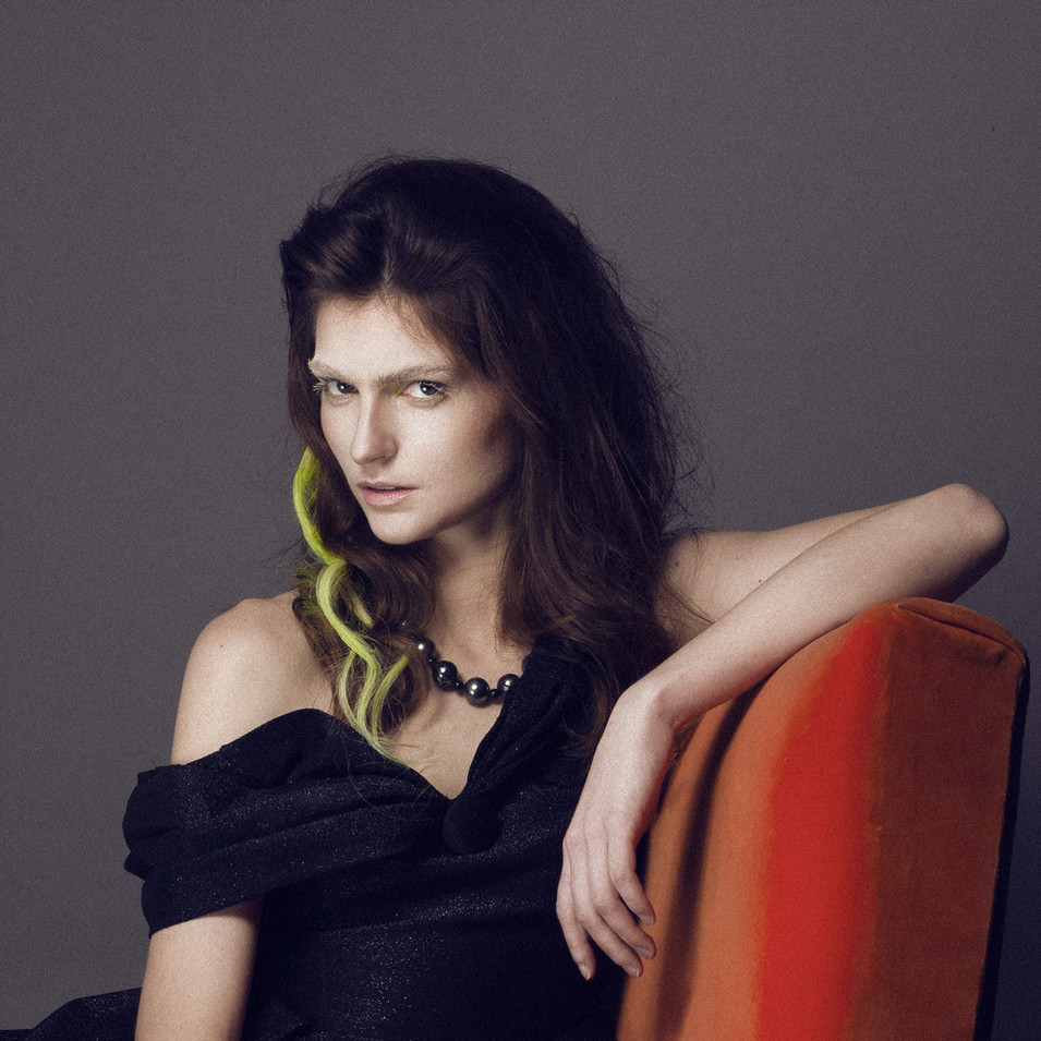 PHOTOGRAPHE : Studio Vyns Rourre  MODÈLE : Eldy Muziotti COIFFURE : La Loge Hairstyle  MAQUILLAGE : Lisa Brusque