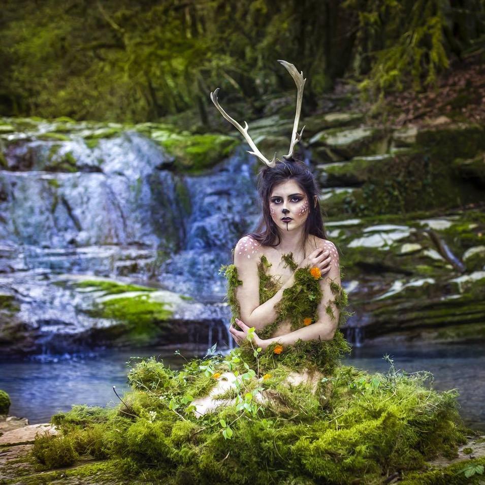 PHOTOGRAPHE : Rcréation Rodolphe MODÈLE : Mathilde Lopez MAQUILLAGE & STYLISME: Lisa Brusque