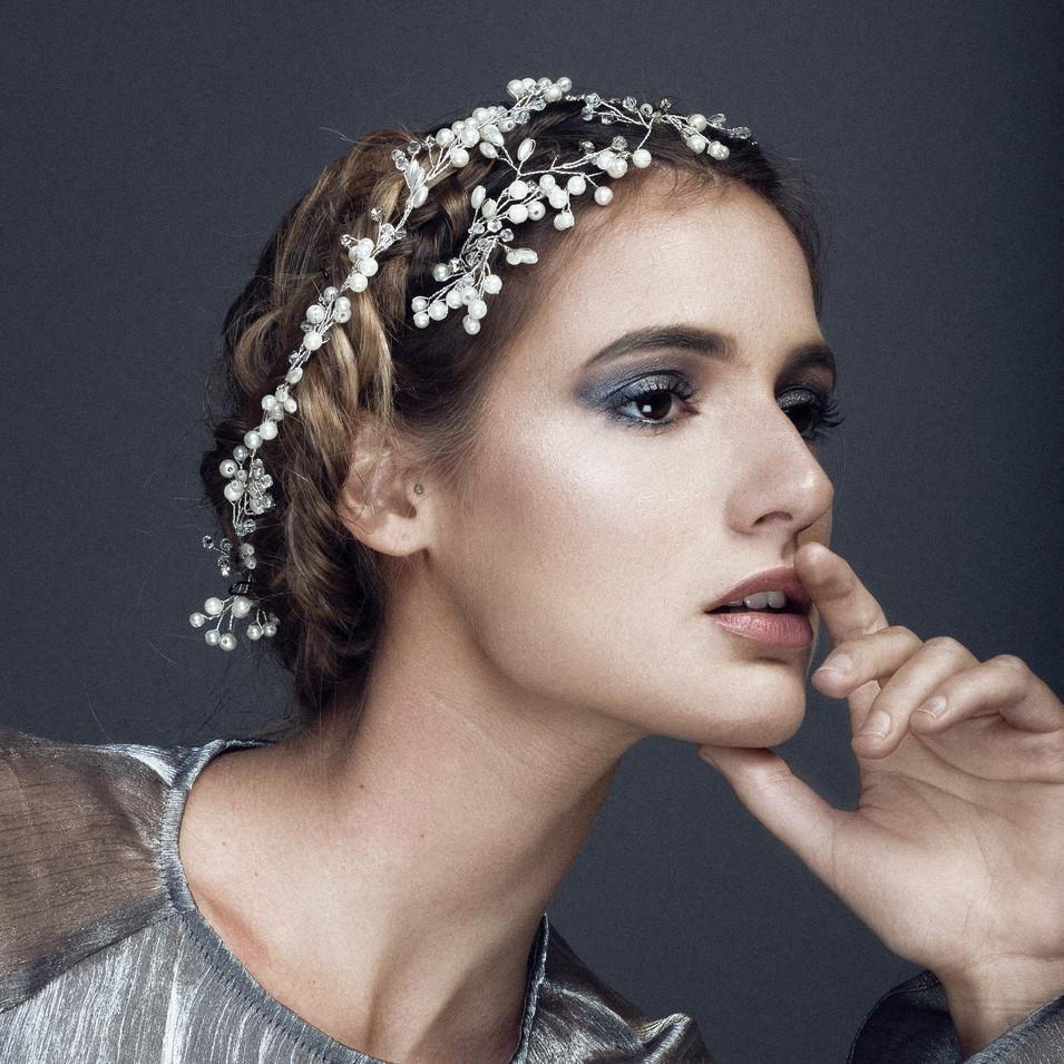 PHOTOGRAPHE : Studio Vyns Rourre  MODÈLE : Chloé COIFFURE : La Loge Hairstyle  MAQUILLAGE : Lisa Brusque STYLISME :  Lisa Brusque