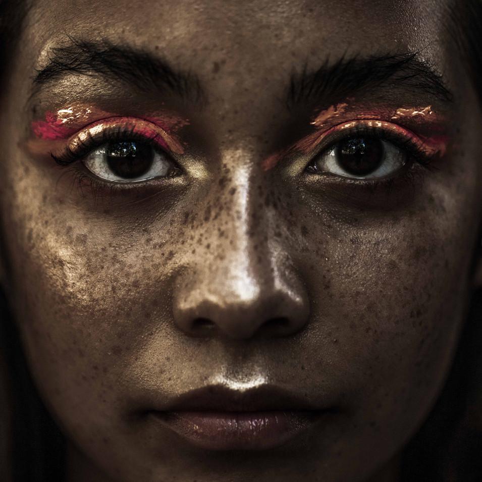 PHOTOGRAPHE : Mathias Fourmand MODÈLE : Ela Montes MAQUILLAGE : Lisa Brusque