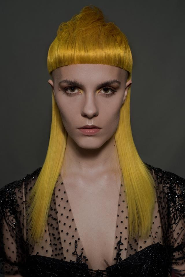 Collection Ministry of Hair 2018  PHOTOGRAPHE : Domenico Cennamo MODÈLE : Lison CUT : Zak Bertand COLOR : Hugo Paras STYLISME : Jérôme Blin Créateur MAQUILLAGE : Lisa Brusque