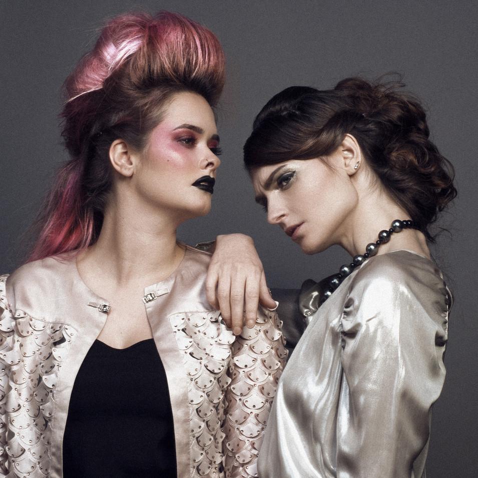 PHOTOGRAPHE : Studio Vyns Rourre  MODÈLE : Eldy Muziotti & Léha  COIFFURE : La Loge Hairstyle  MAQUILLAGE : Lisa Brusque