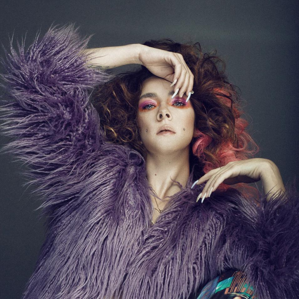 PHOTOGRAPHE : Studio Vyns Rourre  MODÈLE : @Meufmoche COIFFURE : La Loge Hairstyle  MAQUILLAGE : Lisa Brusque