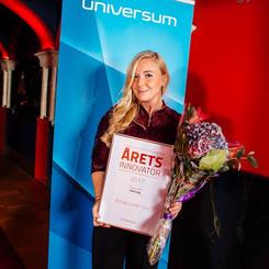 """Annie tar emot utmärkelsen """"Årets Innovatör"""""""