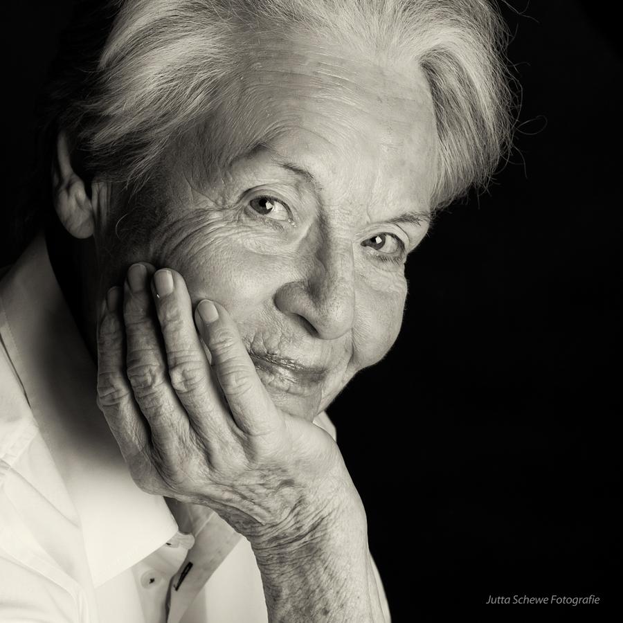 Hannelore 86 Jahre