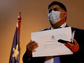 """USS otorga medalla """"Héroes en Pandemia"""" a director de DESAM Miguel Aravena por lucha contra COVID 19"""