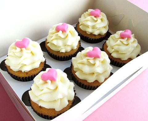Diagonal vanilla heart cupcakes_edited_e